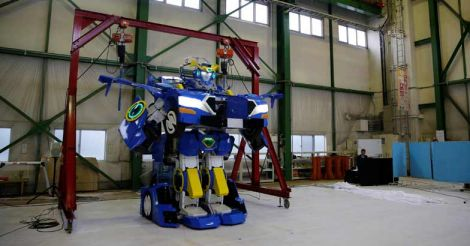 Real life transformers are here! Watch humanoid robot turn into car
