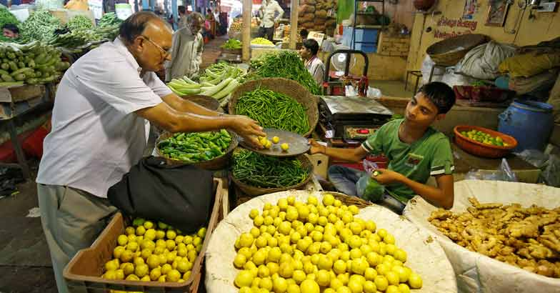 INDIA-ECONOMY-INFLATION, Vegetable seller