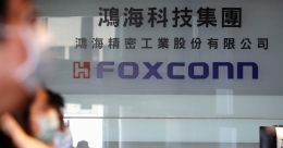 Apple supplier Foxconn plans to invest $1 billion in India as it veers away from China