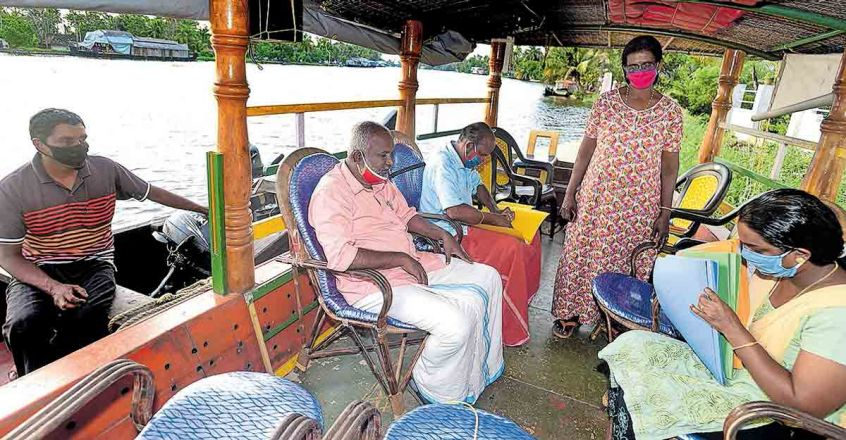 Kuttanad bank hires boat for customers after office premises were flooded