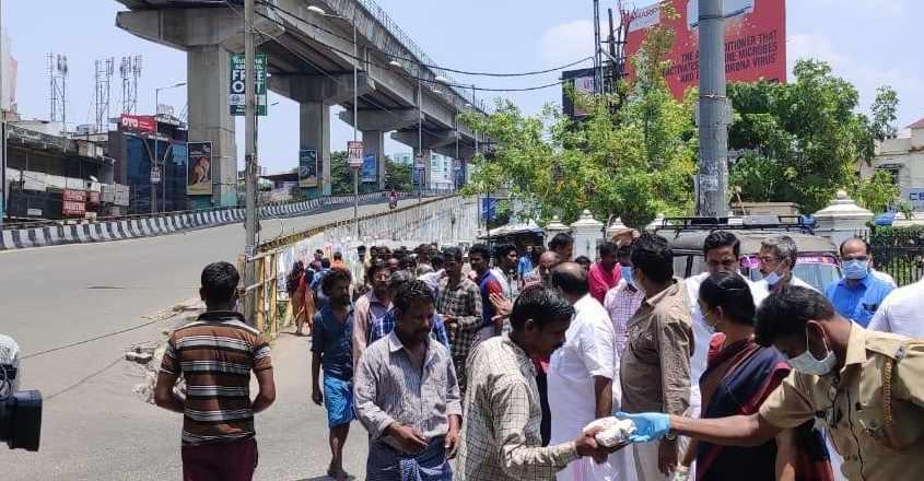 COVID-19: Kochi Metro staff distribute food to lockdown-hit people