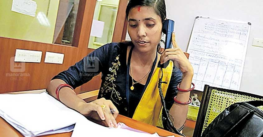 Bengali or Assamese: This woman answers migrant workers' queries in their own language