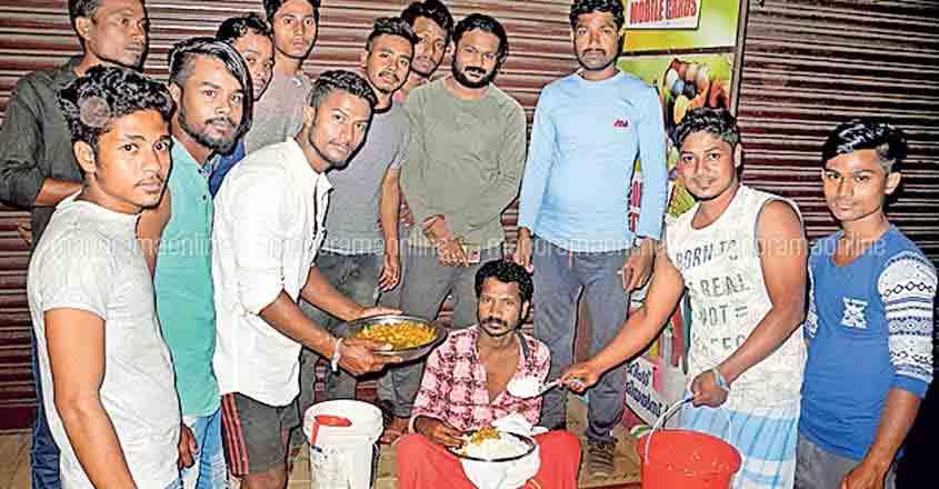 General strike: Migrant labourers provide food to poor