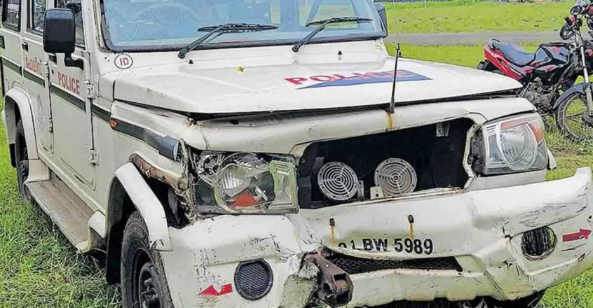 3 arrested for ramming speeding car into police jeep