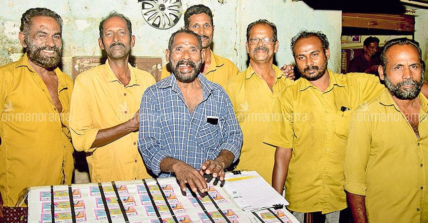Auto driver bags first prize of Karunya lottery
