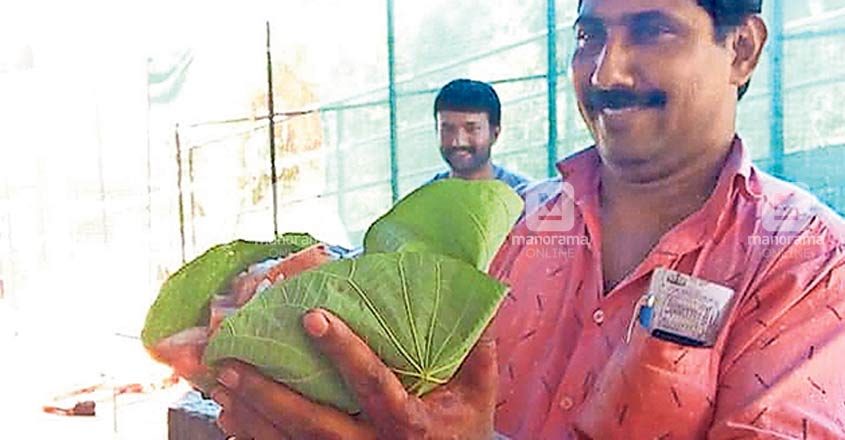 No more plastic covers, Kaduthurthy meat sellers go for the good, old leaves