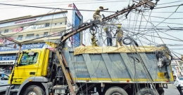 Lorry uproots electric pole, lucky escape for bike riders