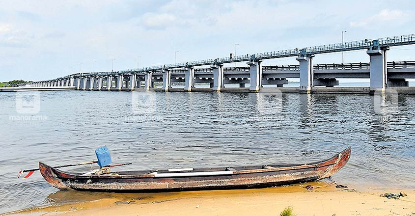 Kumarakom fishers expect better catch as Thanneermukkom bund opens