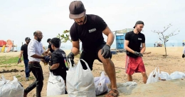 2 foreign tourists clear 150 kg garbage from Kozhikode beach