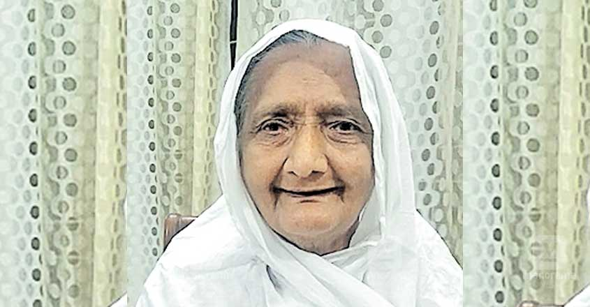 72-year-old woman donates smartphone to help student attend virtual classes