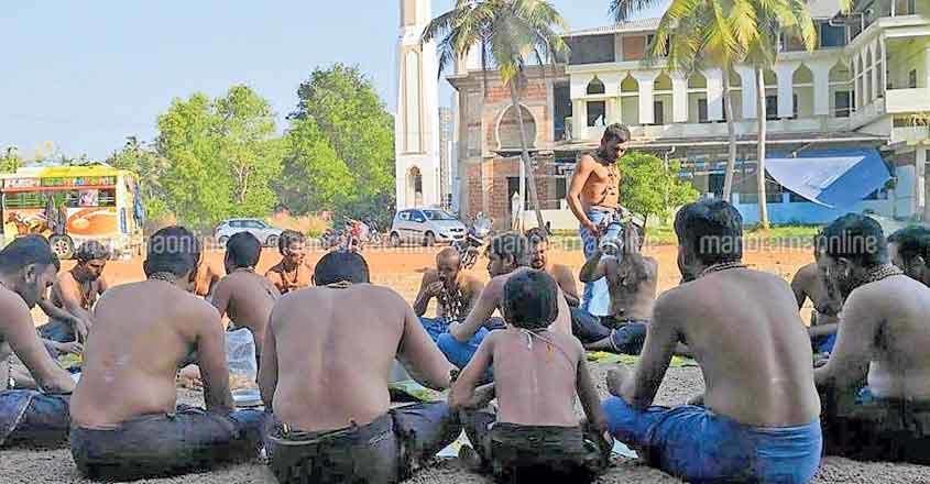 Sabarimala pilgrims take a break in mosque precincts