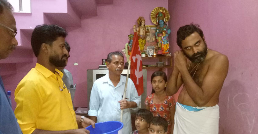 Temple priest offers earrings to flood victims
