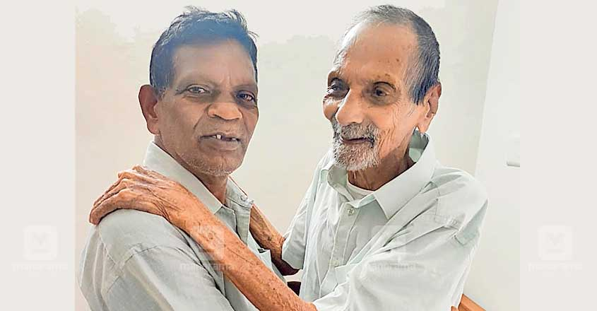 Touching reunion! 66-year-old meets father, aged 94, for the first time!