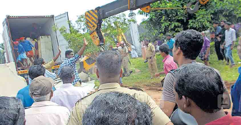 Marble panels crush two labourers to death in Palakkad