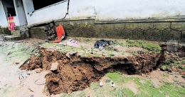 Long earth fissures rattle Vattappara residents