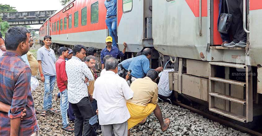 Coaches of two trains separate from engine; double tragedy averted