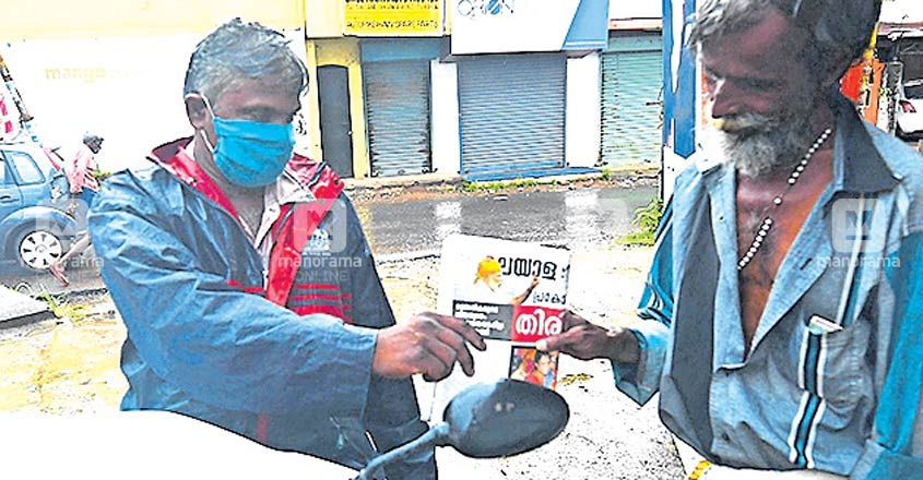 Brothers spread the joy of knowledge through by giving newspapers free