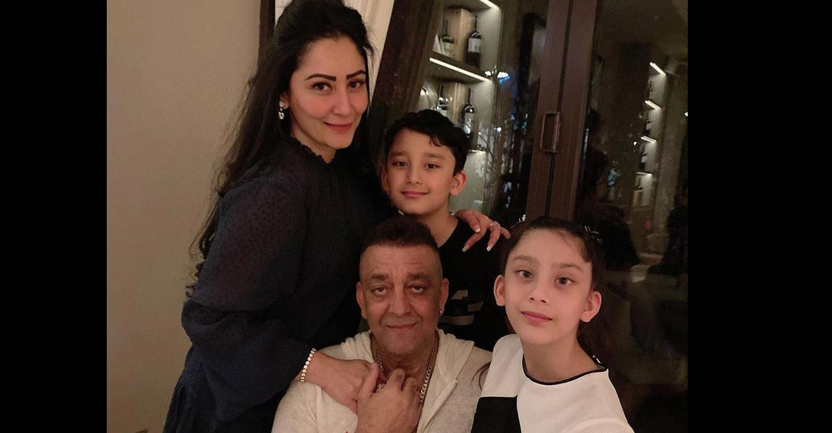 sanjay-dutt-with-family