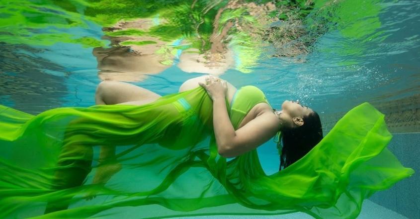 Sameera flaunts baby bump in beachwear, stuns in underwater photoshoot