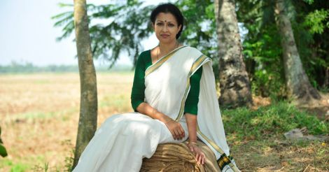 New gen film-makers are bold, they go out and explore: Gautami | Video
