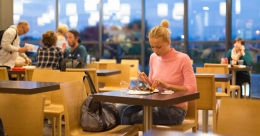 Want to cut food intake? Dine alone