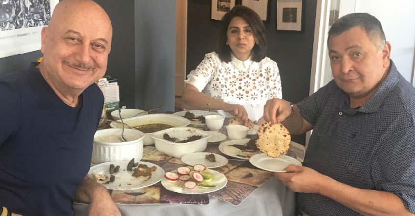Rishi Kapoor enjoys perfect 'phulka' at Anupam's home in NY