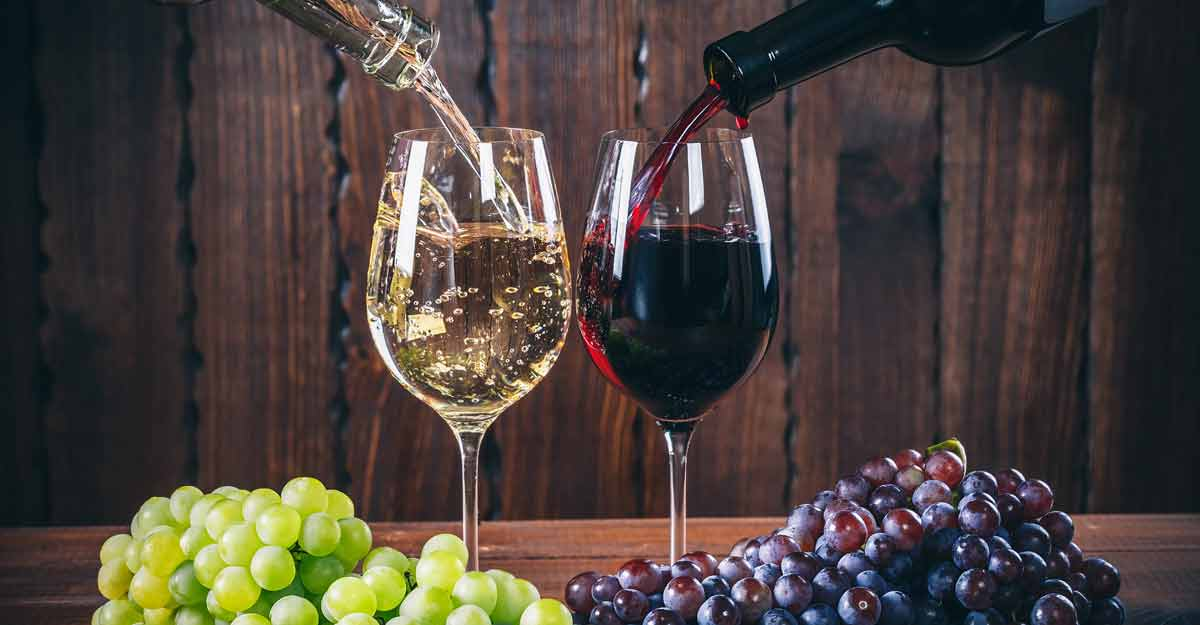 Red and white wines for Christmas | Shutterstock
