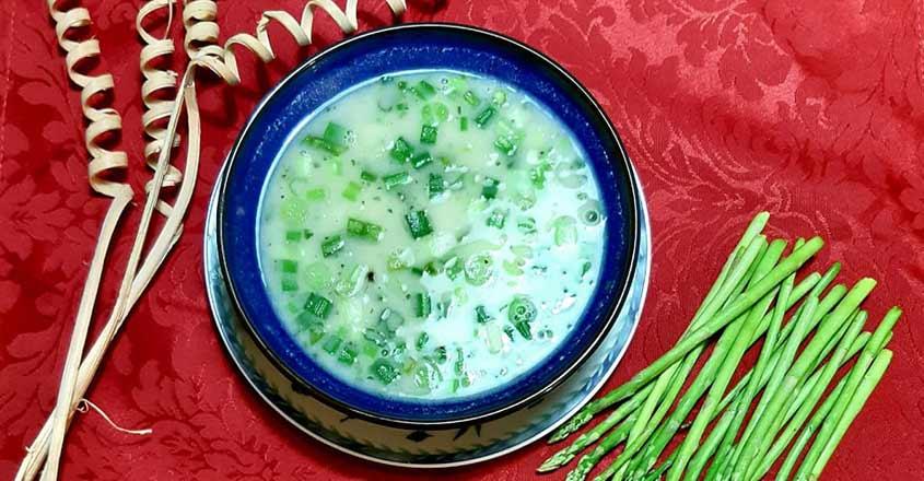 Healthy vegan asparagus soup