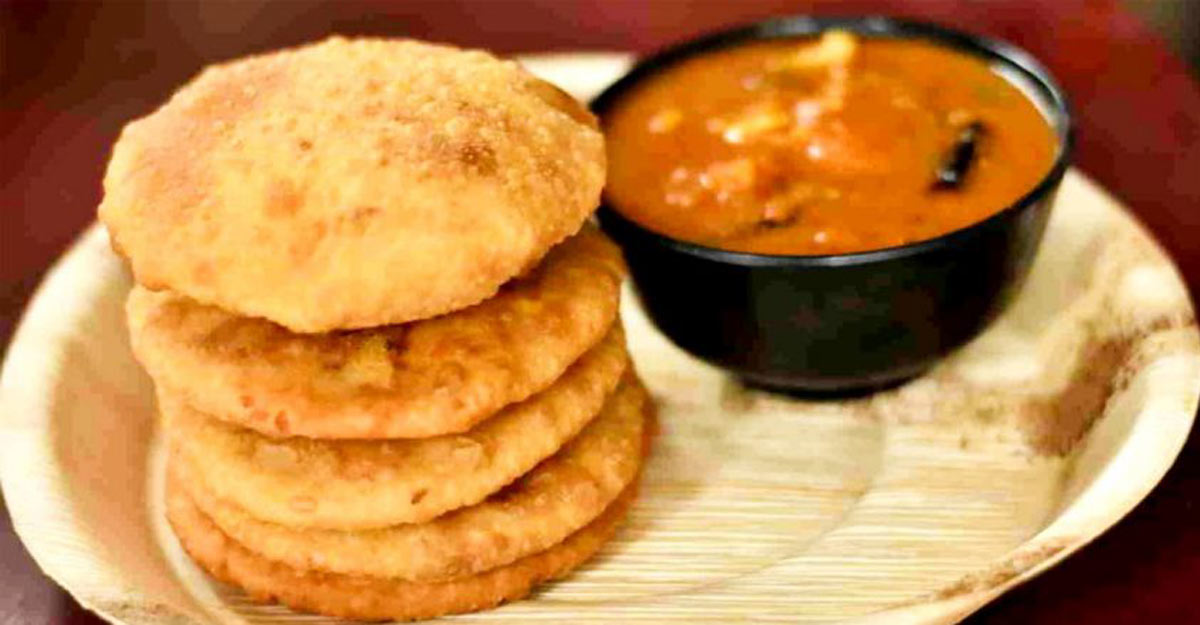 Aloo kachori with spicy curry
