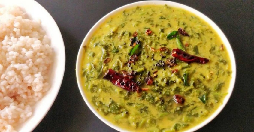 Healthy spinach dal curry