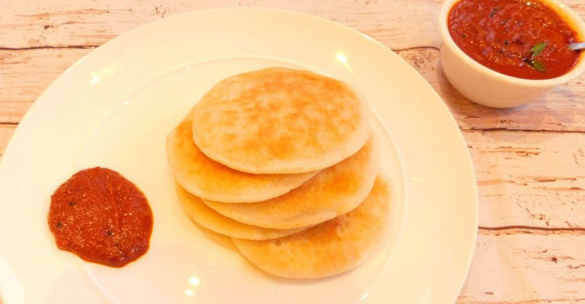 'Thattil kutti dosa' with garlic chutney
