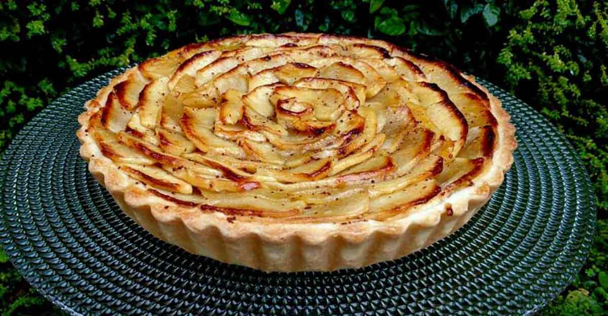 Sweet apple pie for Christmas