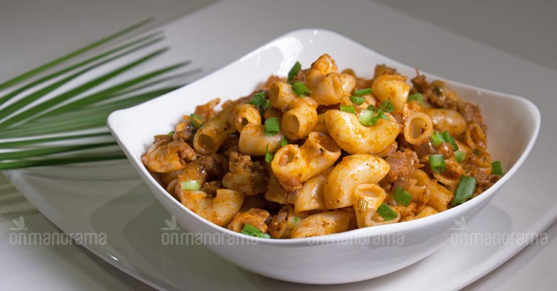 Crunchy macaroni with an Indian twist