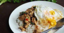 Nutrient-loaded chicken krapow