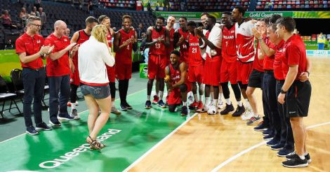 English basketball player proposes to girlfriend on court