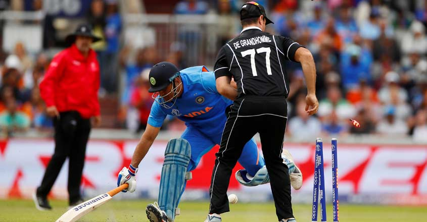 Fan dies after Dhoni run-out during India-New Zealand clash