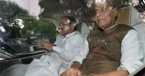 Rajnath & Venkaiah Naidu meet Sonia Gandhi, no names discussed
