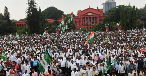 karnataka-crowd-swearing-in