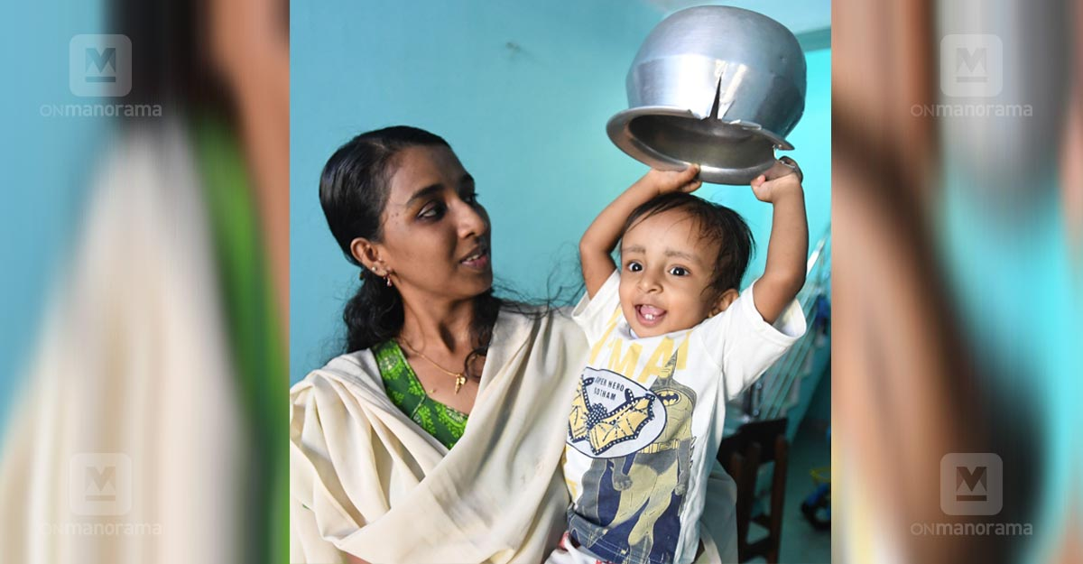 Toddler's head gets stuck in a vessel! Fire brigade to the rescue