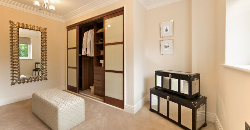 Positioning cupboards and shelves as per the vastu