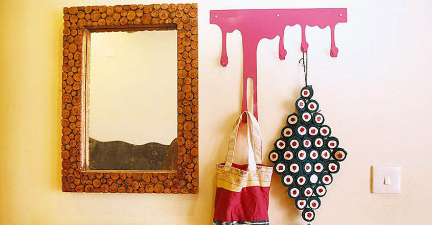 Place Mirror As Per Vastu And Note The, Should A Mirror Face The Front Door