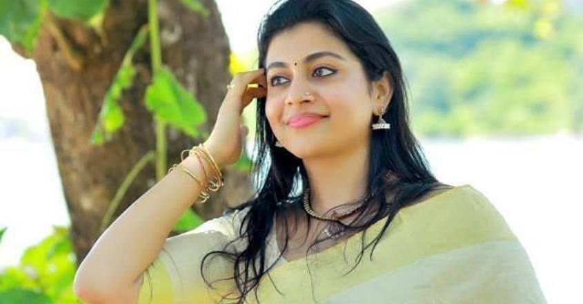 'Pretham' Sruthi is back as 'Sheena Miss' in 'Nonsense'