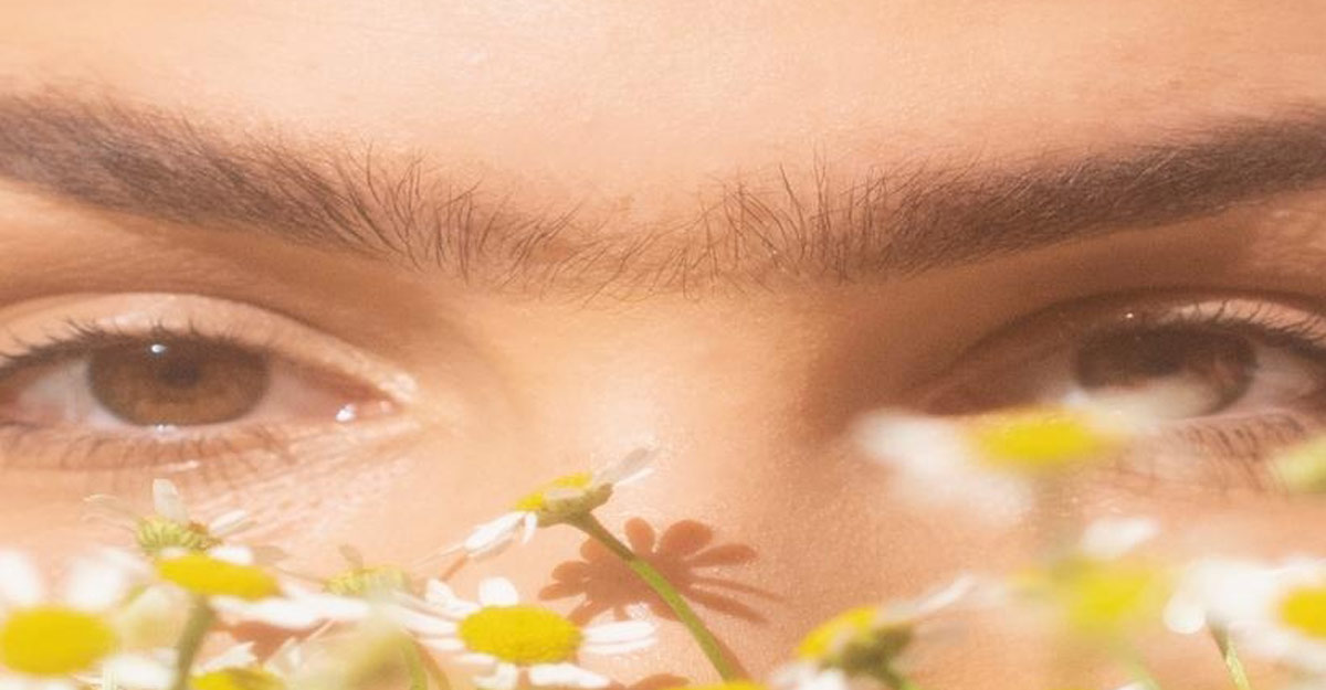 Semi-permanent make-up for alluring brows & lips.
