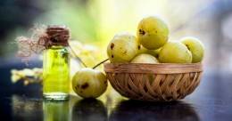 Don't let your hair fall, use amla to make it thick and shiny
