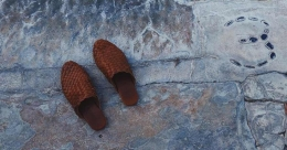 Design and comfort of trendy footwear Mule and pairing it with outfits