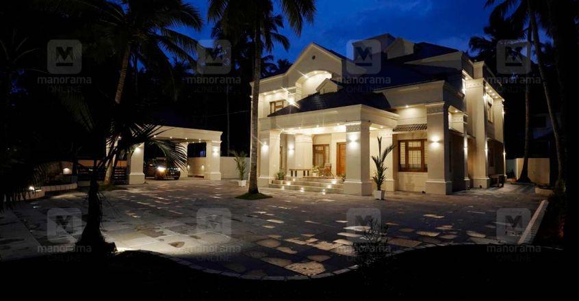 classic-house-vengara-night