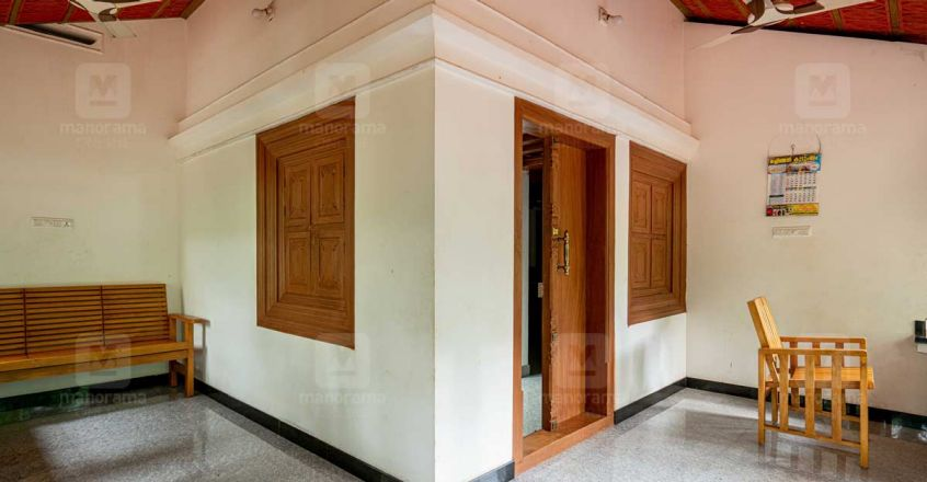 15-lakh-tharavad-malappuram-hall