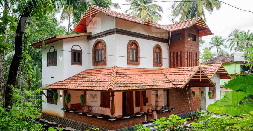 15-lakh-tharavad-malappuram-side