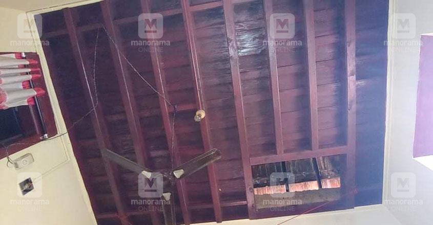 ellissery-tharavad-thrissur-ceiling