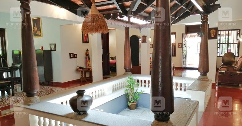 traditional-thrissur-nalukett-courtyard